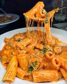 Rigatoni with sauce and stringy mozzarella . - - Rigatoni with sauce and stringy mozzarella … – - Think Food, I Love Food, Good Food, Yummy Food, Tasty, Healthy Food, Healthy Meals, Healthy Recipes, Food Goals