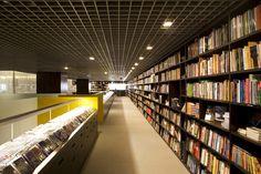 BOOKSTORES! Livraria da Vila bookstore by Isay Weinfeld, São Paulo store design