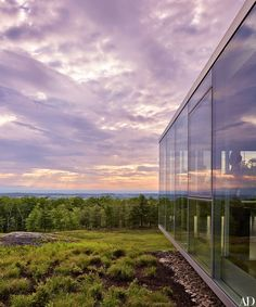 Toshiko Mori worked with structural engineer Bill Baker of Skidmore, Owings & Merrill to achieve the most transparency possible for the home, taking advantage of the site's sweeping vistas. The glass wall system, which incorporates awning windows, is by Schüco.