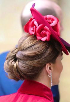 Duchess of Cambridge in Red Catherine Walker for Commonwealth Day - Dress Like A Duchess Duke And Duchess, Duchess Of Cambridge, Catherine Cambridge, Catherine Walker, William Kate, Prince William, Kate Middleton Style, Royal Fashion, Hair Today