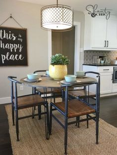 Today I am sharing one of the easiest dining DIY Hairpin Leg Table yet! We built this for the Berry family on HGTV, and we LOVE how cute it turned out! Diy Kitchen Decor, Diy Home Decor, Hairpin Leg Dining Table, Dining Tables, Diy Design, Mason Jars, Retro, Modern Decor, Hair Pins