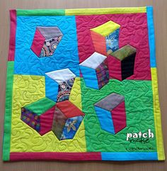 "Patchmake. Diseño original y piezas únicas: Quilt ""Mr. Magorium's cubes"""