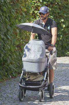 Carlos Felipe de Suecia, un Príncipe azul (de verdad): cuida de su niño…