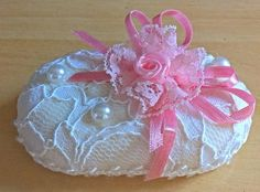 embalagens para sabonetes decorados - Pesquisa Google Pink Christmas, Christmas Ornaments, Soap Gifts, Sewing Projects, Projects To Try, Diy And Crafts, Arts And Crafts, Decorative Soaps, Soap Carving