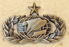 USAF AIR FORCE FLIGHT NURSE MASTER LAPEL PIN BADGE 7//8 INCH