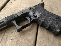 This is a Glock 20sf frame I did a few months back belonging to @mark_lachica. I need to pick myself up a gen 3 19 frame to mimic this one. I don't know what it is about it, but it's my favorite frame I've done. The larger stipple pattern makes the borders really pop, and I love and the combination of the magazine release bevel, glove bevel, and polished bottom border. I need one for myself! #tacticalartisan #polymersurgeon #stippleeverything #stippling #stippled #stippledgrip…