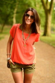 Love this color combo! Coral top army green shorts. Summer outfit