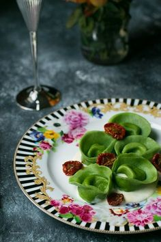 Wine Recipes, Gourmet Recipes, Gourmet Food Plating, Party Finger Foods, Weird Food, Daily Meals, Ravioli, Food Design, Food Inspiration