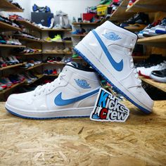 www.kicks-crew.com #NewArrival Nike Air Jordan 1 Mid - White Legend Blue 554724-127  Price : USD 100  https://www.kicks-crew.com/product_detail-9171-Nike-Air-Jordan-1-Mid-White-Legend-Blue-554724-127  #Kickscrew #kickscrewcom #airjordan #jordan #jordan1 #nike #northcarolina #jumpman #sneaker