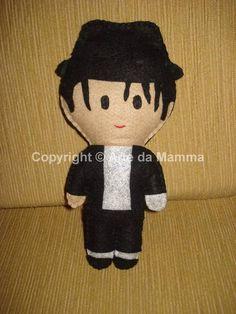 """Boneco inspirado no cantor Michael Jackson na música Billie Jean. Em feltro, feito a mão.  NÃO TEMOS PRODUTOS PARA PRONTA ENTREGA  TEMPO DE CONFECÇÃO DE: ATÉ 15 DIAS (PARA PAGAMENTO DEPOSITO EM C/C)   Avaliações::  Adriana """"Amei as peças! Definitivamente, são ainda mais """"fofas"""" que nas fotos. E a vendedora é super flexível (fez um Michael que não estava na galeria de fotos) e detalhista (ligou para saber se eu o queria na fase """"branca"""" ou """"negra""""). Recomendo com certeza. Parabéns, e ..."""