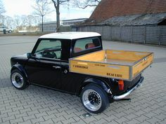 You have ever seen a Mini Pickup ? Incredible but true! Mini Cooper Custom, Mini Cooper Classic, Mini Cooper S, Classic Mini, Mini Morris, Small Trucks, Mini Trucks, Classic Trucks, Classic Cars