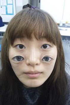 Optical illusion of eyes painted on face by Hikaru Cho We're all so used to crazy Photoshopped distortions and manipulations that we might not pay an image like this much attention. Except that this isn't a photo manipulation – it's body art! Welcome to the bizarre world of Japanese artist Hikaru Cho, who uses acrylics to paint incredibly weird and lifelike pictures onto her human canvases.
