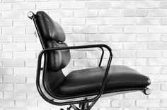 hermanmiller eames softpad chair #entrance #eames #hermanmiller #midcentury #midcenturyfurniture #interior #midcenturymodern #chairs