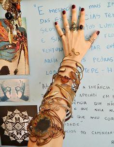 http://hippiegrungerajneesh.blogspot.com.br/2015/02/braceletes-onde-comprar-e-minha-colecao.html