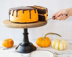 Even if you're not gluten intolerant, this yummy chocolate cake with orange frosting is sure to please everyone! Gluten Free Deserts, Gluten Free Sweets, Gluten Free Cakes, Foods With Gluten, Vegan Sweets, Halloween Chocolate Cake, Tasty Chocolate Cake, Gluten Free Chocolate, Healthy Dessert Recipes