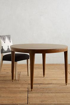 Walcotte Round Dining Table
