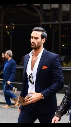 Discover the Top 15 Most Inspiring Men's Suits Quotes. Here are 15 Insightful, Rare and Inspirational Men's Suits Quotes and Sayings by Famous People. Der Gentleman, Gentleman Style, Sharp Dressed Man, Well Dressed Men, Fashion Mode, Mens Fashion, High Fashion, Fashion Outfits, Moda Do Momento