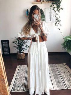 To wear now: neckline with nozinho - Guita Moda - Skirt Outfits, Chic Outfits, Fashion Outfits, Fashion Tips, Modest Fashion, Boho Fashion, Classy Fashion, French Fashion, Spring Fashion
