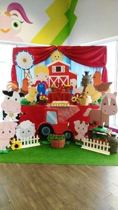 Check out this farm birthday party! See more party ideas at ! Party Animals, Farm Animal Party, Farm Animal Birthday, Cowboy Birthday, Farm Birthday, 2nd Birthday Parties, Farm Themed Party, Barnyard Party, Baby Activity