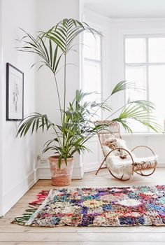 indoor plants_boucherouite and plant love. Deco Boheme, Scandinavian Home, Scandinavian Apartment, Home And Deco, Home Living Room, Living Spaces, Home Decor Inspiration, Decoration, Interior And Exterior