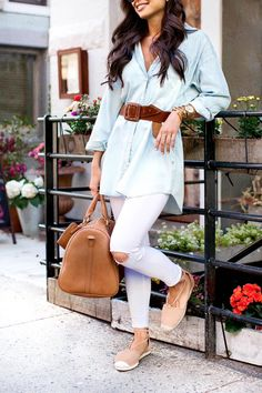 Chambray button down + white pants + brown belt