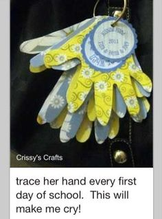 The Kissing Hand. Trace the kids' hands on the first day of school Crafts To Do, Crafts For Kids, Family Crafts, Cadeau Parents, Kind Photo, The Kissing Hand, Kids Hands, First Day Of School, High School