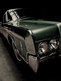 THAT is a fender! They dont make 'em like this anymore. #badass Lincoln Continental #vintagecars