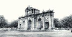 Puerta de Alcalá... #madrid #places #lugares #architecture #arquitectura #building #edificio #spring #primavera #lg #lgg6 @lg_es @lgespana #igersmadrid_bn #monocromo