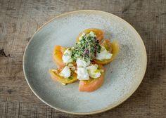 Ensalada de Tomate Raff con Mozzarella y al Pesto   #montanyahotel #gastronomy #tasty #yummy #natural #montseny #restaurant