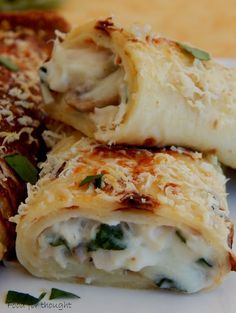 Food for thought: Κρέπες με κοτόπουλο και μανιτάρια Greek Appetizers, Finger Food Appetizers, Appetizer Recipes, Cookbook Recipes, Cooking Recipes, Food Network Recipes, Food Processor Recipes, Cyprus Food, Greek Cooking