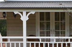 A simple verandah bracket to a plain post really adds some interest. Wood Columns, Porch Columns, Front Verandah, Front Porch, Front Entry, Weatherboard Exterior, Facade House, House Exteriors, Queenslander