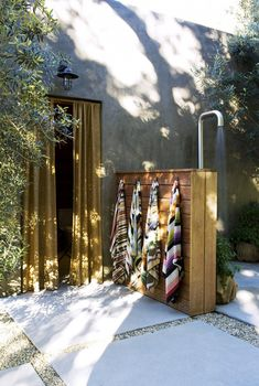 an Interior Designer's Ultra-Cool Malibu Farmhouse Outdoor shower by Alexander Design. Actually pretty simple to make and outdoor shower.Outdoor shower by Alexander Design. Actually pretty simple to make and outdoor shower. Outdoor Baths, Outdoor Bathrooms, Outdoor Rooms, Outdoor Gardens, Indoor Outdoor, Outdoor Living, Outdoor Decor, Outdoor Sauna, Outside Showers