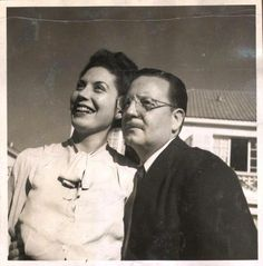 S.A. 1946 Abraham Lincoln, The Beatles, Couple Photos, Couples, Presidents, Pictures, Allegiant, Politics, Men
