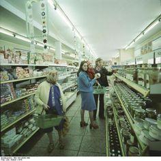 bugging-pold: Kaufhalle. DDR. Supermarket. GDR. - The lonely state