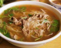 Soupe chinoise au boeuf, herbes et gingembre frais : http://www.fourchette-et-bikini.fr/recettes/recettes-minceur/soupe-chinoise-au-gingembre-frais-ma-faon.html