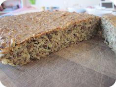 LCHF brød. Lisa: Rigtig lækkert brød. Det virker næsten som rugbrød, fordi det er saftigt. Men osten gør dog, at det efter 3-4 dage ikke er så godt længere.
