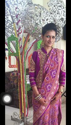 naina jain beautiful collections 2106 -just love the saree Sari Blouse Designs, Saree Blouse Patterns, Fancy Blouse Designs, Designer Blouse Patterns, Saree Styles, Blouse Styles, Saree Jackets, Look Short, Indian Designer Outfits