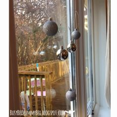 BusyBee: Advent window number 17 : Hanging Baubles #CraftyChristmas
