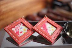 宮古島発のLether Craft。宮古島出身の職人さんが、一つ一つ手作りで作成しているこちらの商品は、どれも暖かみを感じるものばかり。可愛らしいステッチが特徴で、革は使っていくうちにあじのある一点モノへと変化していきます。