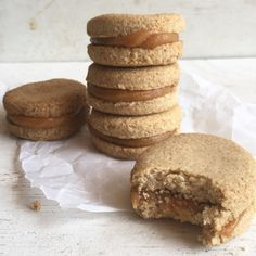 Alfajores de avena Alfajores of oats More Related posts: Banana Sushi (a fun & healthy snack for kids College Student Dorm Snacks Ideas / Best List of Healthy Foods to Buy The Best Gluten Free Travel Snacks Paleo Dill Pickles Tortas Light, Cookie Recipes, Dessert Recipes, Food Porn, Snacks Saludables, Good Food, Yummy Food, Tasty, Foods With Gluten