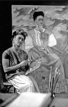 Frida Kahlo (1907-1954) was een Mexicaanse surrealistische kunstschilder. ... Kahlo's moeder liet spiegels aan haar ziekbed vastmaken zodat Kahlo zichzelf kon schilderen. Ondanks de hinder van korsetten en krukken kwam ze na haar herstel weer buiten en zocht ze vrienden op.  Zij overleed in 1954. Ze liet een briefje achter met de tekst 'Ik hoop dat het einde vrolijk is en hoop nooit meer terug te keren'.  Zij schildert vanuit haar angst en eenzaamheid om haar pijn te overmeesteren.