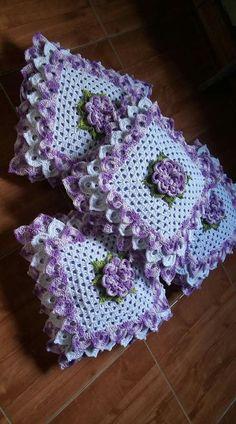Crochet Cushion: Step by Step + 38 Photos Crochet Flower Tutorial, Crochet Flower Patterns, Afghan Crochet Patterns, Crochet Designs, Crochet Flowers, Crochet Cushion Cover, Crochet Cushions, Crochet Pillow, Crochet Tablecloth