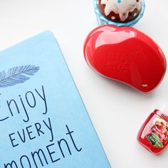 Enjoy every moment with Tangle Teezer and Bath&Body Works! Smells like heaven. Summer Set, Bath And Body Works, It Works, Cupcake, Hair Care, Heaven, Notebook, In This Moment, Red
