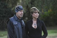 Clay & Gemma. . HD Wallpaper and background images in the Sons Of Anarchy club tagged: sons of anarchy season 1 ron perlman clay morrow katey sagal gemma ...