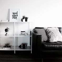 Ikea 'Vittsjö' shelf ist n black & white home