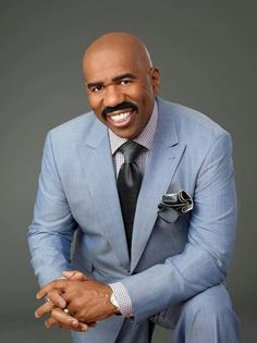 """Steve Harvey as a Genie named Alakazam who grants unlimited wishes to Zhen Ni Xun Hua because she is his master but refers the term """"Mastress"""" Mens Fashion, Favorite Celebrities, Men, Steve Harvey, Comedians, Sharp Dressed Man, Steve, Actors, Well Dressed Men"""