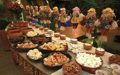 Um arraial para receber amigos em casa 30th Party, Birthday Parties, Fall Harvest Party, Farm Party, Luau, Tablescapes, Catering, Buffet, Diy And Crafts