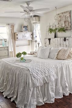 Unbelievable Unique Ideas: Shabby Chic Bedroom On A Budget shabby chic crafts upcycling.Shabby Chic Salon Names shabby chic bedroom on a budget. Farmhouse Bedroom Decor, Shabby Chic Bedrooms, Shabby Chic Homes, Shabby Chic Style, Shabby Chic Furniture, Shabby Chic Decor, Modern Bedroom, Bedroom Furniture, Contemporary Bedroom