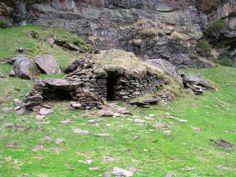 Orri (cabane de berger traditionnelle) dans la vallée d'Izourt (vallée du Vicdessos)