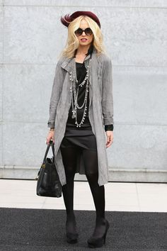 http://www.zimbio.com/pictures/b0CKtn9WEjb/Giorgio+Armani+Milan+Fashion+Week+Womenswear/aNUHXRSUmPg